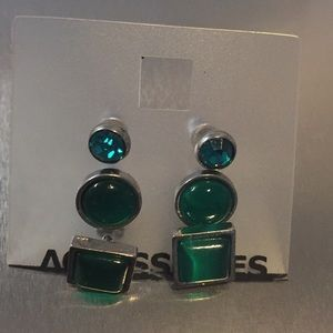 Jewelry - Set of 3 pairs of green earrings